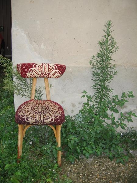 Une chaise dans la rue